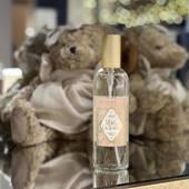 """Durance Reve de Cachemire - z domáceho parfumu vo vôni """"Cashmere Dream"""" od Durance srší jemná a hrejivá aróma. Jednoduchým nastriekaním do vzduchu sprej prežiari váš domov príjemnou vôňou a vytvára útulnú atmosféru 🤍. Objem 100ml Cena: 16,50€  #durance #durancecubicon #galeriacubicon #occubicon #bratislava #prirodna#natural #naturlover #revedecashmere#home#homeparfume#homedesign#interiordesigns##interier#home#fragrances #madeinprovence #france#francelovers🇫🇷"""