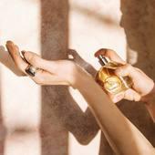 Spoločnosť Durance bola inšpirovaná nádhernými voňavými záhradámi v Provensálsku. Naši majstri parfuméri z Grasse vybrali najcennejšie materiály z výnimočných zdrojov, aby vytvorili jedinečné vône.   #madeinfrance #fragrance #parfume #durance #woman