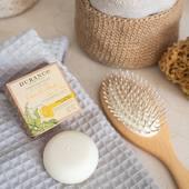 Tuhý šampón, zložený z 92% zložiek prírodného pôvodu, vyrobených v Provensálsku, vydrží u#25 až 35 umytí. Jeho osviežujúca a detoxikačná vôňa citrónu a mäty zanechá vlasy jemne  a voňavé!  #durance #madeinfrance #lemon #mint #hair #haircare