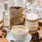 Sladká, upokojujúca vôňa kombinujúca jemné tóny praženej kávy s oblakom zo smotany a posýpkou z tmavého kakaa 🤍.  #whitecoffee #durance #madeinfrance #candle #home