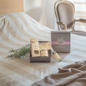 Vôňa Cotton flower je ako nežné potešenie z bavlny, ktoré sprevádzajú krásne a jemné pižmové tóny. Kvetinové a nežné pižmové tóny Durance domáceho parfumu okamžite vytvoria vo vašej domácnosti ladnú a elegantnú atmosféru.   #durance #madeinfrance #home #scentedcandle