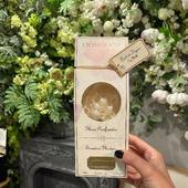 Voňavé kvety Durance - objavte potešenie a eleganciu kvetov pomocou rady voňavých difuzórov. Vôňa Fig Milk ponúka príjemnú harmonickú vôňu figového dreva, plodov, listov a mliečnej šťavy. Navodí atmosféru poludňajšej siesty pod figovníkom. 100ml  #durance #durancefrance #madeinfrance #occubicon #galeriacubicon #figmilk #scentedbouquet #home #homedesign #interiordesign #parfume