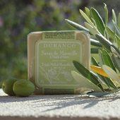 Durance marseillské mydlá sa vyrábajú na základe vedomostí so storočnou tradíciou. Ich ingrediencie založené na rastlinných olejoch jemne očistia a vyživujú pokožku 💚.  #france #provence #durance #madeinfrance #natural #cosmetics #olive #skin #skincare