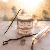 Vanilla-Ylang je lahodná sladká vôňa, v ktorej žiari vanilka s náznakmi kokosu a mandlí 💛.  #vanilla #scentedcandle #home #interior