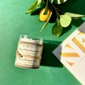 Lime Mint vônna sviečka - ručne robená sviečka prinesie do vášho domova šumivú a hrejivú atmsféru. Sviežosť limetky je zdôraznená citrusom petitgrain. Spojením ľadovej mäty a limetky sa vytvorí dokonalý koktejl hasiaci smäd 🍋.  #durance #madeinfrance #fragrance  #scentedcandles #parfume #limemint #mint #lime