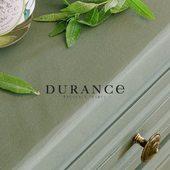 Durance vyvíja exkluzívne parfémy v spolupráci s parfumérmi z Grasse. Umelci pretváraú svoje schopnosti a fantáziu na jedinečné voňavé kolekcie vôní Durance. Navrhujú paletu viac ako štyridsiatich rafinovaných parfémov, ktoré čo najpravdivejšie odrážajú svet prírody, spomienok a túžob 💫.  #durance #durancecosmetics #cosmeticslover #home #interior #design #mafeinfrance #provence