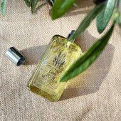 Pánska toáletná vôňa Vetiver Zest -  drevito-citrusová  vôňa vetiveru, zjemnená tónmi grapefruitu ako stvorená pre letné osvieženie 💛.