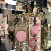 Parfemovaná voda Rose Petale s extraktom z ruží z Provence. Je stvorená z ovocných kvetinových a sviežich tónov ruže Centifolia. Rose Petale bola inšpirovaná nádhernými voňavými záhradami ruží v Provensálsku a jej vôňa je zážitkom pre každú ženu. Cena: 32,90€  #durance#durancecubicon#galeriacubicon#otvorenedenne#drogeria#bratislava#prirodna#durancecosmetic#eshoping#prirodneprodukty#starostlivostotelo#naturelover💚 #edp#edt#toaletnavoda#delikatna#ruza#rose#pardume#coseticslocer#vona#vonazeny#madeinprovence#grignan#france#madeinfrance🇨🇵