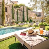 Je tu leto! Zaslúžená vôňa oddychu, ktorá nás pohltí ☀️.  #summer #relax #holiday #resort #france #provance
