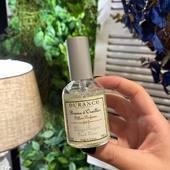 Jemná vôňa na vankúš - hmla, ktorá pustí závoj vône a mäkkosti na vašu bielizeň. Ľahká a čistá  vôňa na slnku sušiacej sa bielizne, so sviežim nádychom musku, konvalinky a levandule. Pre sladké noci plné snov. 50ml Cena: 8,95€   #durance #durancecosmetics #occubicon #galeriacubicon #freshlinen #home #cosemtics #pillowperfume #provence #madeinfrance