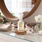 Voňavá hmla na prádlo Fresh Linen - Ľahká a čistá  vôňa na slnku sušiacej sa bielizne, so sviežim nádychom musku, konvalinky a levandule.   #madeinfrance #durance #linenflower #home #homecare #parfume