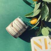 Sviečka Lime mint vytvára príjemne ľahkú koncentráciu sviežej vône mäty a limetky. Vonná sviečka je ručne vyrobená a zdobená v našich Durance dielňach. Kvetinové a citrusové tóny tejto sviečky prevoňajú váš domov a vytvoria ladnú a elegantnú atmosféru.  #durance #madeinfrance #fragrance #roomspray #scentedcandles #parfume #limemint #mint #lime